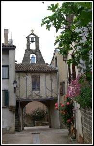 L'entrée du village vue de l'intérieur